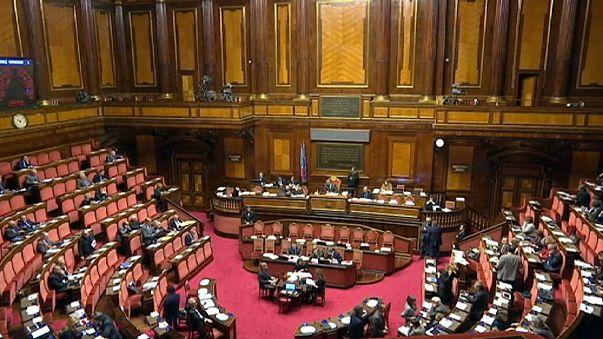 """İtalya, eşcinsel çiftler için """"medeni birliktelik"""" yasasını tartışıyor"""