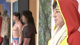 Artista peruano Walter Huamán constrói réplicas das estrelas de Hollywood em látex