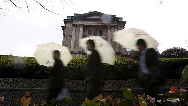 Banco do Japão fixa taxa de juro negativa e mercados animam-se