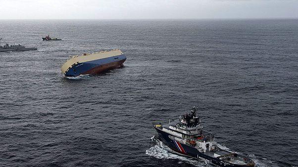 Cargo alla deriva nell'Atlantico