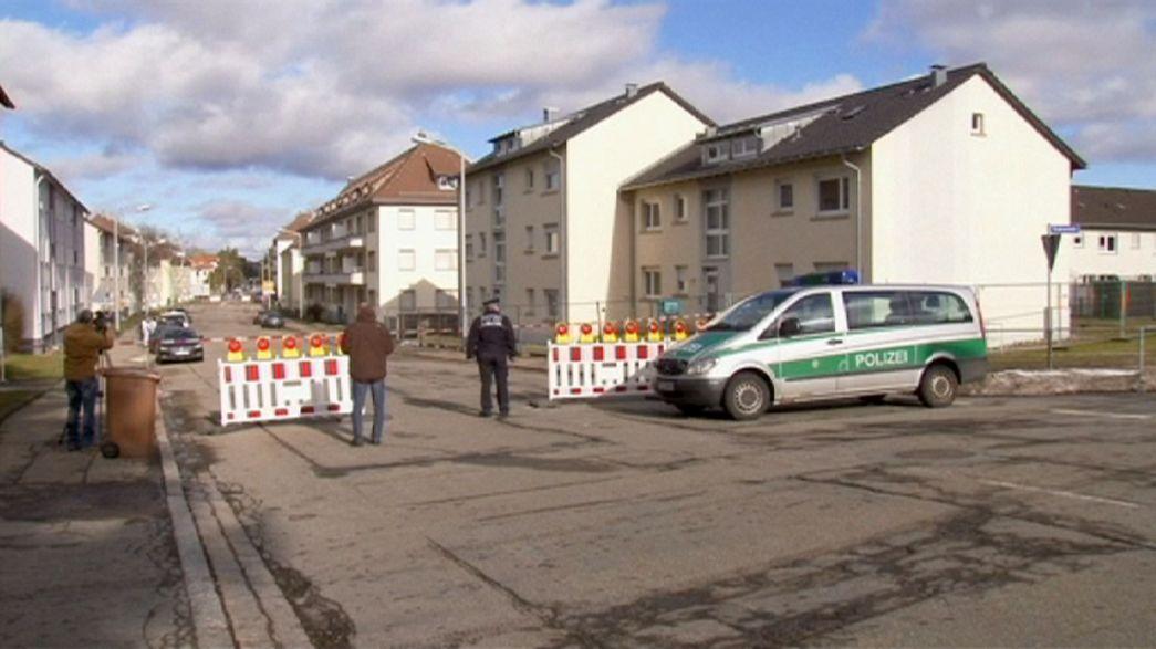 Un grupo de encapuchados lanza una granada de mano contra un centro de refugiados en Alemania