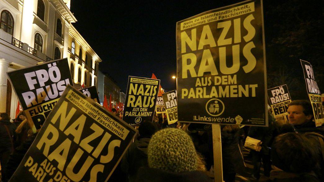 Vienna: migliaia in piazza contro il ballo dell'estrema destra