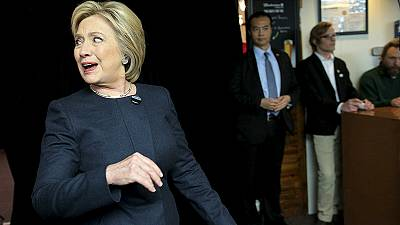 Los polémicos correos electrónicos de Hillary Clinton resurgen en el peor momento para ella