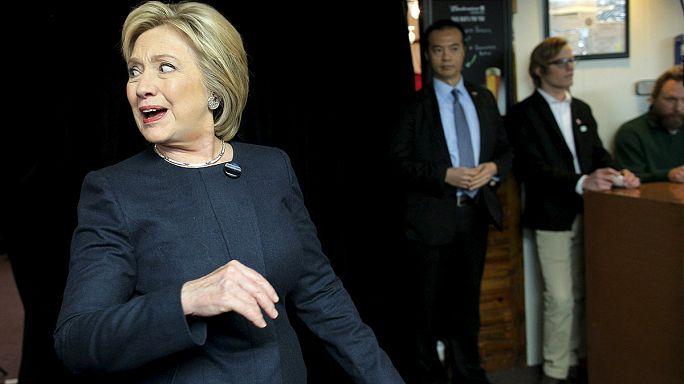 Клинтон отправляла секретные сведения с частного почтового ящика