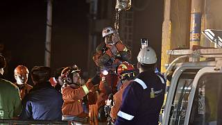Kína: így mentették ki a föld alatt rekedt bányászokat
