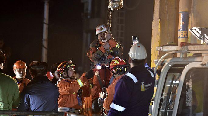 انقاذ 4 عمال صينيين بعد حصارهم 36 يوما في منجم للجبس