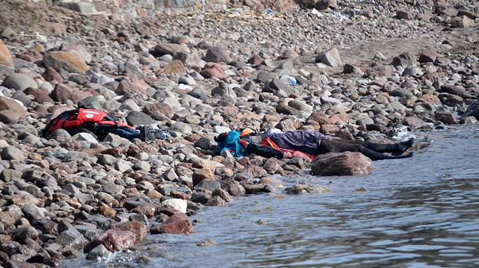 Csaknem negyven menekült fulladt vízbe a török partoknál szombaton