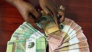 Angola's currency continues its free fall