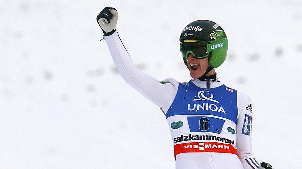 Nova dobradinha dos irmãos Prevc num pódio 100% esloveno nos saltos de esqui em Sapporo