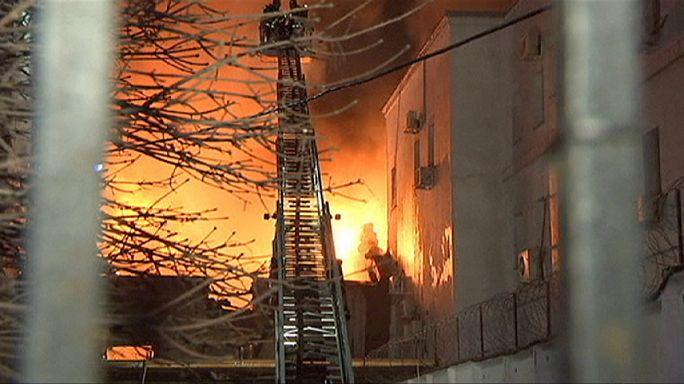 В Москве выясняют причину сильного пожара на фабрике