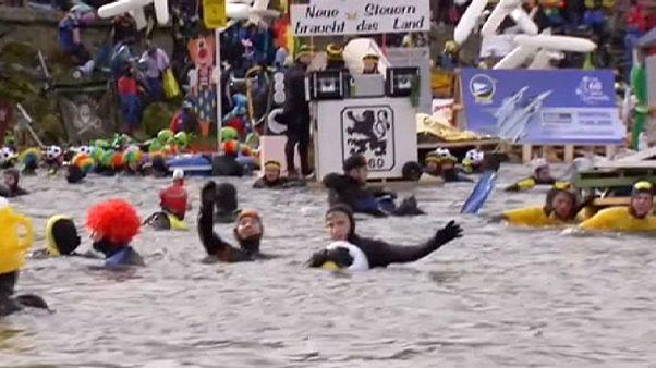 Allemagne : le carnaval commence dans les eaux glacées du Danube