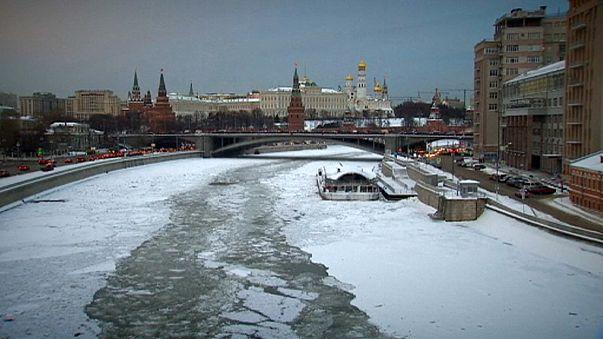 Russia: Sem-abrigo refugiam-se nos esgotos em busca de calor