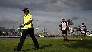 Golf, Open Singapore: quarto giro interrotto, Spieth può ancora vincere