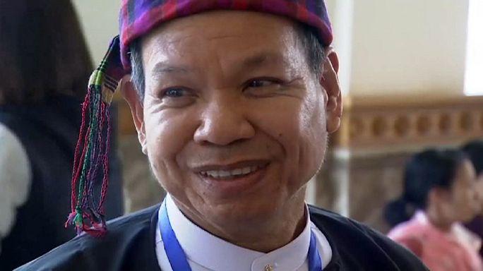 """بعد نضال عقود.. حزب الزعيمة """"سو تشي"""" يتحضّر لتشكيل الحكومة في ميانمار"""