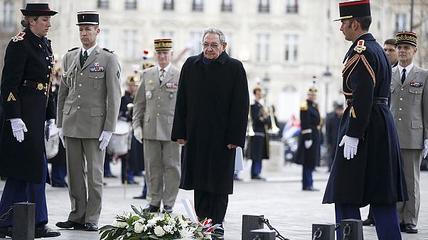 Raúl Castro kubai elnök franciaországi látogatáson