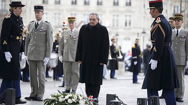 Cuba: Raul Castro on state visit to Paris