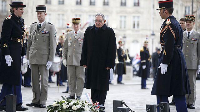 راوول كاسترو في أول زيارة له إلى باريس