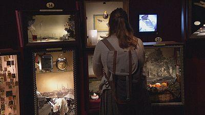 """Exposição sobre """"O Museu da Inocência"""" de Orhan Pamuk inaugurada em Londres"""