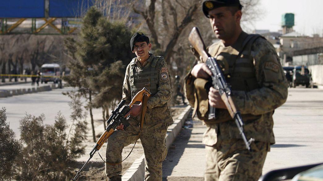 Attentato-kamikaze a Kabul durante la visita del ministro tedesco de Maizière