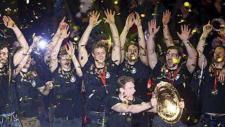 Andebol: Euforia no regresso da Alemanha a casa
