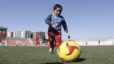 Messi quer ver o fã afegão de 5 anos