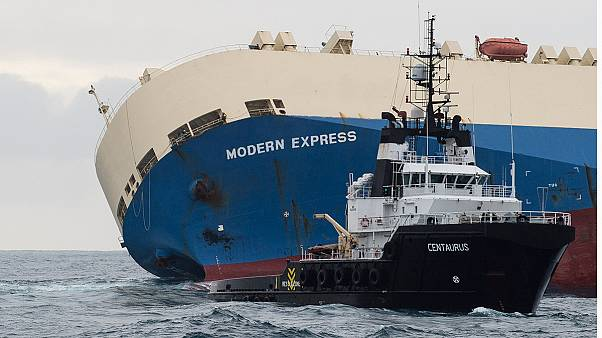 Salvage team boards drifting tanker off France