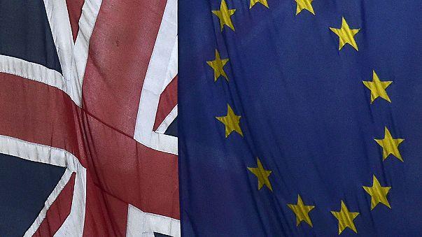 """'Brexit': La UE propone un plan que incluye el """"freno"""" a los beneficios sociales de trabajadores comunitarios en el país"""