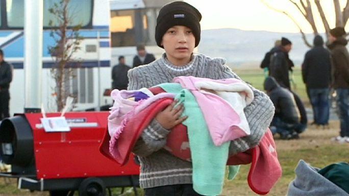 Kamplar doldu, mülteciler dışarıda geceledi
