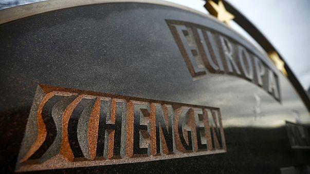 Только строгая миграционная политика поможет спасти Шенген, говорят евродепутаты