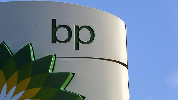 Oil price slump hits BP and Exxon