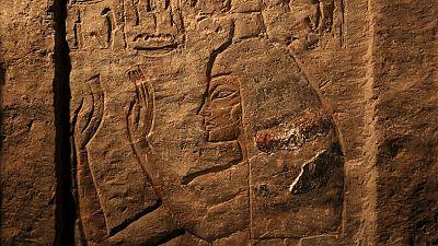 Les restes d'un bateau de 4.500 ans découverts près des pyramides en Egypte