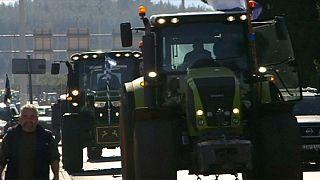 Yunan çiftçiler Türkiye sınırını kapattı