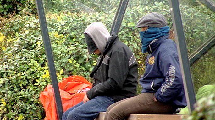 Raid di polizia sulla costa belga per smantellare campi di clandestini diretti in Gran Bretagna.