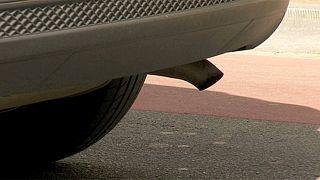 پارلمان اروپا به سود خودروسازان رای داد