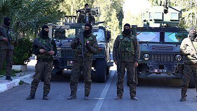 Tunisie : l'armée arrête puis relâche deux militaires libyens
