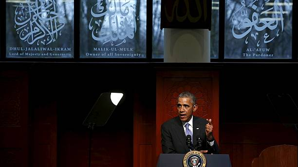 Obama slams anti-Islam rhetoric during first visit to US mosque