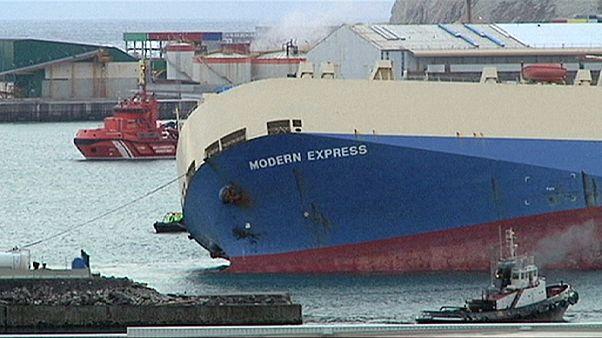 """سفينة """"مُودرْن إكْسْبْرِيسْ"""" تصل إلى برِّ الأمان سَحبًا إلى ميناء بِيلْبَاوْ"""
