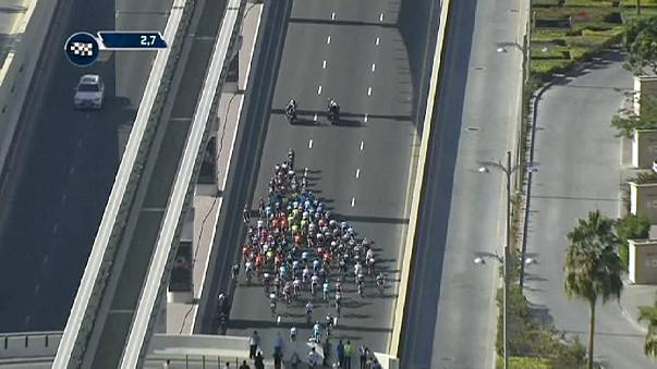 Elia Viviani se coloca líder del Tour de Dubái tras ganar la segunda etapa