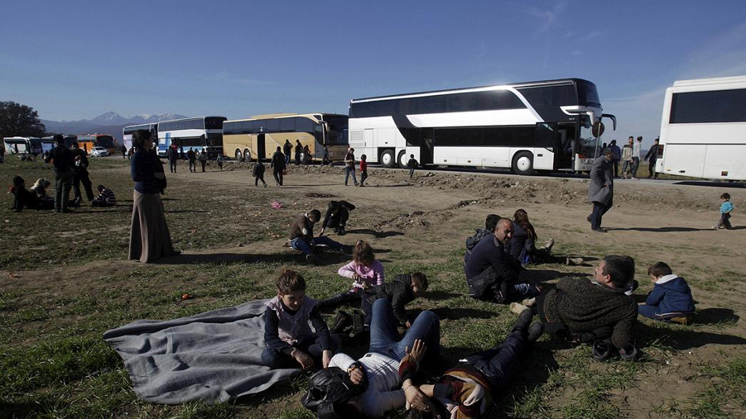 Migrantes: protesto na fronteira entre a Grécia e a Macedónia