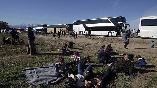 Binlerce mülteci Yunanistan - Makedonya sınırında mahsur kaldı