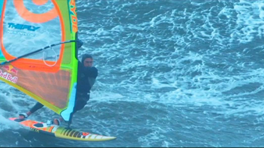 Windsurf-Weltmeister Polakow meistert Big Wave