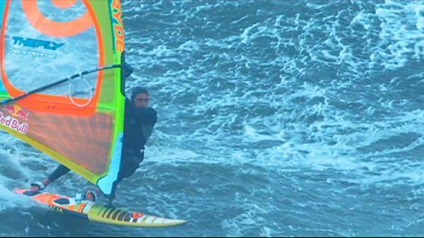Windsurf con olas de más de 13 metros de altura