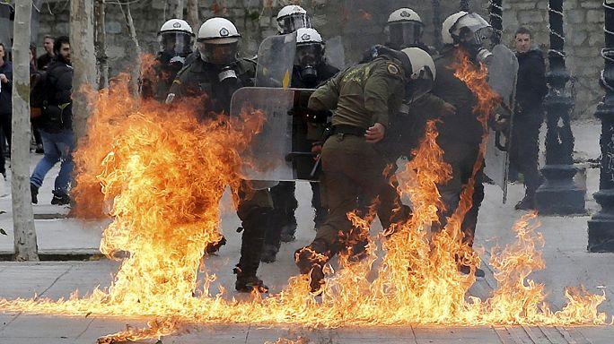 Mobilisation record et violences à Athènes: La Grèce dit non aux réformes demandées par les créanciers