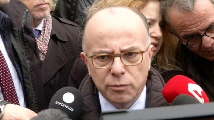Поток беженцев: глава МВД Франции обещает помочь Греции