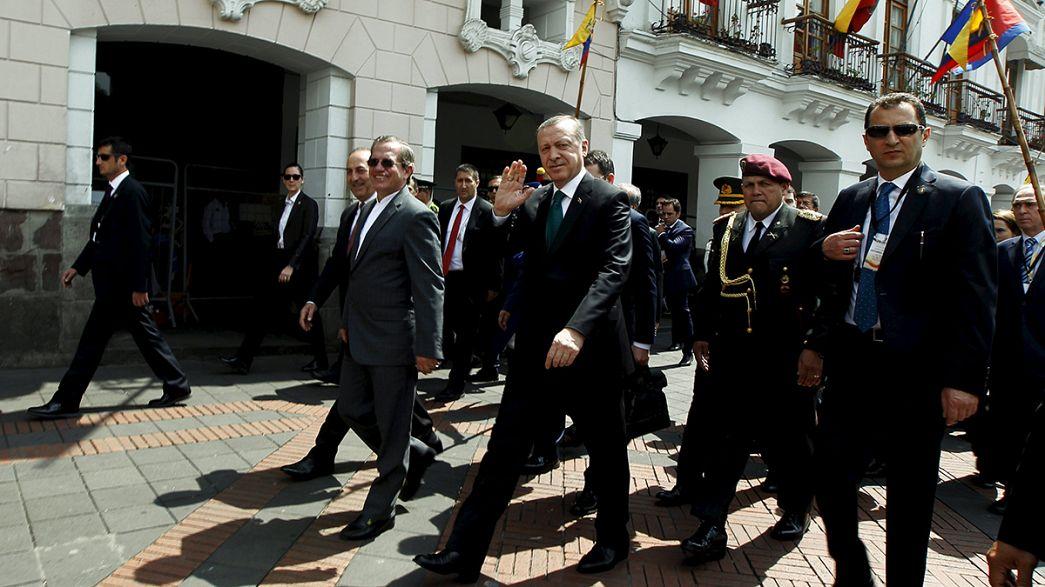 Ecuador: Pro-kurdische Demonstration gegen Besuch von Erdogan