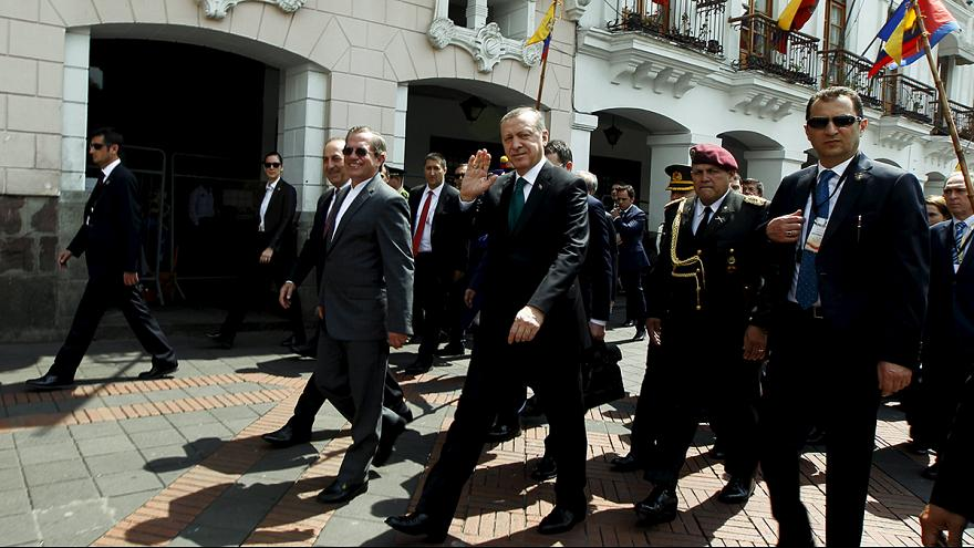 Эквадор: уличные протесты против Эрдогана