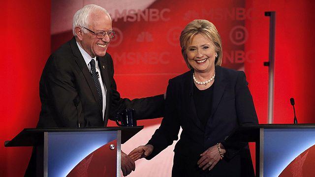 """كلينتون تطرح نفسها في موقع المرشحة """"التقدمية"""" في مواجهة ساندرز"""