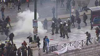 Erőszakos összecsapások Athénban rendőrök és tüntetők között