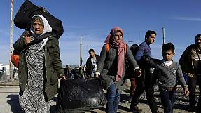 Increasing obstacles for migrants on Greece-FYROM border