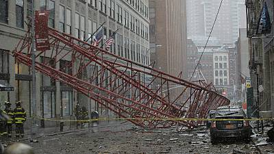 [Video] Etats-Unis : Une grue s'effondre à New York, un mort, plusieurs blessés